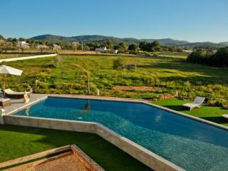 5 bedroom House with Private Outdoor Pool in San Rafael - San Rafael vacation rentals