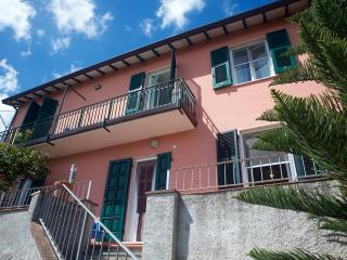 A casa di Elsa: luminosa e confortevole - Ameglia vacation rentals