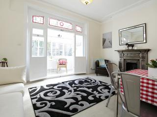Lovely one bedroom apartment Kensington w14 London - London vacation rentals