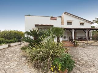 Beautiful Villa with A/C and Washing Machine - Aradeo vacation rentals