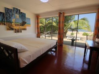 Romantic 1 bedroom Vacation Rental in Negombo - Negombo vacation rentals