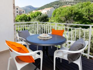Adria 8-peaceful and charming 2-bedroom apartment-10-minute walk from the center - Bol vacation rentals