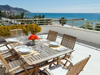 Nice 2 bedroom Sitges Apartment with Elevator Access - Sitges vacation rentals