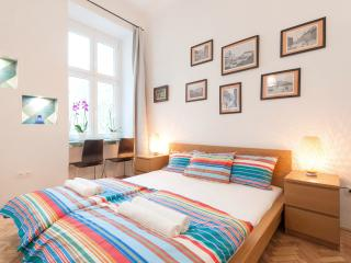Budapesting's Astoria Garden View Apartm. 1Be/1Ba - Budapest vacation rentals