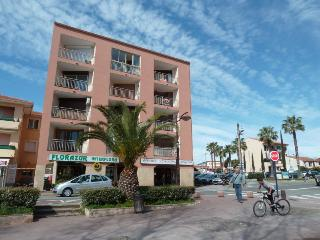Agréable appartement au centre de Saint-Aygulf. - frejus vacation rentals