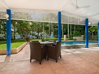 Bright House with Garden and Water Views - Kewarra Beach vacation rentals