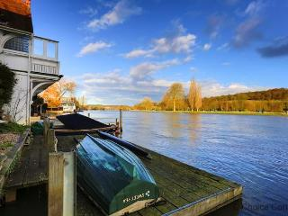 HENLEY-ON-THAMES WATERS EDGE | 3 Bedrooms - Henley-on-Thames vacation rentals