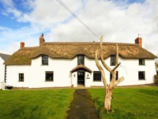 BRAUNTON POYERS FARMHOUSE | 6 Bedrooms - Braunton vacation rentals