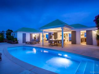 Bright 2 bedroom Pointe Milou Villa with A/C - Pointe Milou vacation rentals