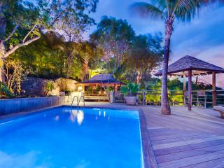 Cozy Villa with Internet Access and Private Outdoor Pool - Flamands vacation rentals
