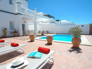 4 bedroom Villa with Internet Access in Costa Teguise - Costa Teguise vacation rentals