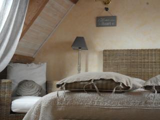 Chambre d'hôte cosy type suite familiale - Pleumeur Bodou vacation rentals