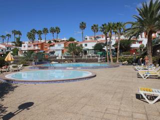 Bonito bungalow con piscina climatizada - San Bartolome de Tirajana vacation rentals