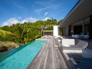 Beachfront Villa in a Private Domain Luxury - Petit Cul de Sac vacation rentals