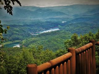 Royal Views-Mtn. and Lake Views, Hot Tub, Rustic Chic Interior, Peaceful Privacy - Bryson City vacation rentals