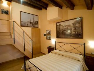 Ca' Barba B&B a few steps away from Rialto - Venice vacation rentals