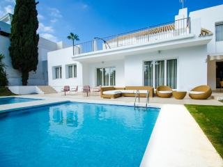 Nice Villa with Internet Access and A/C - Puerto José Banús vacation rentals