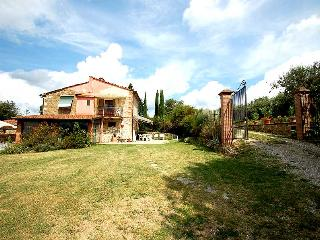 House with private pool near Siena and Arezzo - Rigomagno vacation rentals