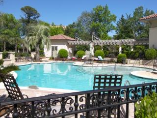 10% OFF -MAINSAIL-2 bdrm,Shuttle to Beach,Pool, - Hilton Head vacation rentals