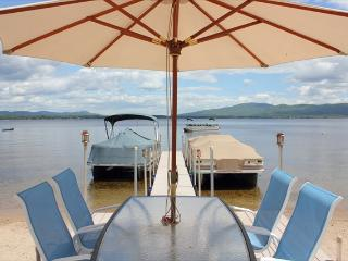 100 ft private beach, sleeps 14, 5 bedroom, 3 bath - Center Ossipee vacation rentals