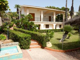 Charming 3 bedroom Fontane Bianche Villa with Internet Access - Fontane Bianche vacation rentals