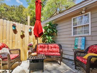 New Listing! Beautiful & Relaxing 2BR Port Royal Cottage w/Wifi & Prime Location - Walk to Small Beach, Boardwalk, Cute Shops & Dining! Short Drive to Downtown Beaufort, Gateway to Parris Island & More - Port Royal vacation rentals