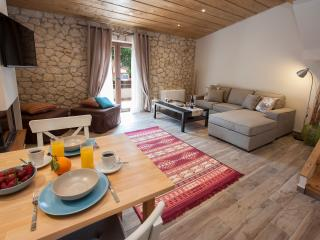 Romantic 1 bedroom Condo in Perama - Perama vacation rentals