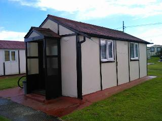 """ Holiday Haven ""  ( Sleeps 4 Chalet)  Leysdown, Isle of Sheppey  Kent. - Leysdown-on-Sea vacation rentals"