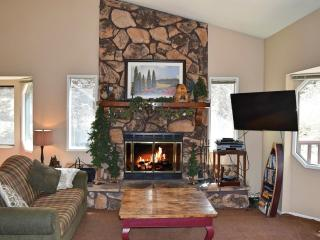 Perfect 4 bedroom Big Bear City Cabin with Deck - Big Bear City vacation rentals