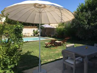 Maisonnette, parking, jardin accés piscine - Tarascon vacation rentals