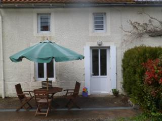 Charming 2 bedroom Gite in Moncoutant with Internet Access - Moncoutant vacation rentals