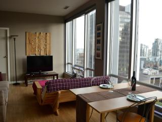 Luminous Flat in Perfect Location 2B/2B - Vancouver vacation rentals