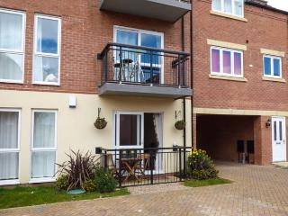 WATERSIDE, cosy, ground floor apartment, off road parking, within reach of city centre, in Lincoln, Ref 932242 - Lincoln vacation rentals