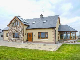 COUNTRYSIDE VIEW detached, en-suites, games room, conservatory, Athenry Ref 934705 - Athenry vacation rentals