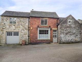 THE OLD SHOP, character conversion with WiFi, courtyard, village location in Parwich Ref 935921 - Parwich vacation rentals