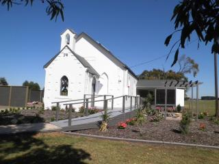 Cozy 3 bedroom Port MacDonnell Converted chapel with Dishwasher - Port MacDonnell vacation rentals