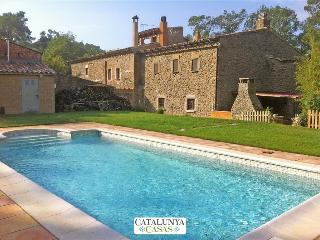 Fantastic La Foixa getaway for 8 people, only 15km from Girona - Girona vacation rentals