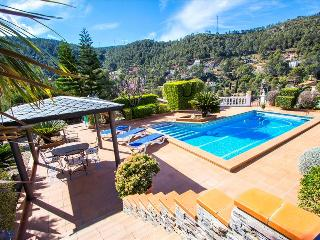 Beautiful mountain villa in Torrelles with a large private pool, 15km from - Torrelles de Llobregat vacation rentals