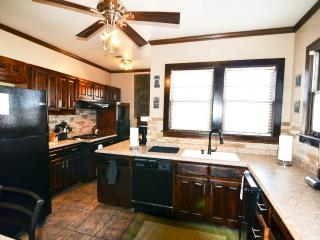 Country Living in the City, Relax!! - 2 br, 1 ba - Memphis vacation rentals