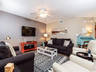 Islander 5008 - beach front,2 BR, large balcony, FREE beach chairs,golf, WIFI - Fort Walton Beach vacation rentals