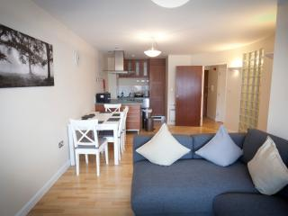 2 Bed Apartment in Central Ipswich with parking - Ipswich vacation rentals