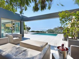 Valtameri Villa - 5 bedroom - Camps Bay - New! - Camps Bay vacation rentals