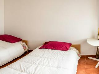 Room in a renovated penthouse with a river view - Povoa de Santa Iria vacation rentals