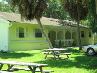 Just a mile to downtown Sarasota! - Sarasota vacation rentals