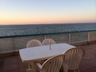 SUPERBE APPARTEMENT PIEDS DANS L'EAU et vue mer - Arcachon vacation rentals