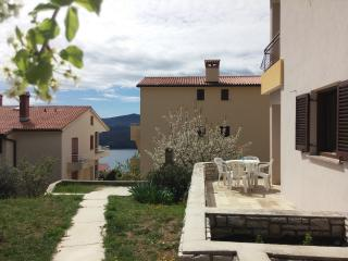 Sunny 2 bedroom Apartment in Rabac with A/C - Rabac vacation rentals