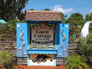 The Guest Cottage Dolphin suite, perfect for occasions and couples to relax. - Cocoa Beach vacation rentals