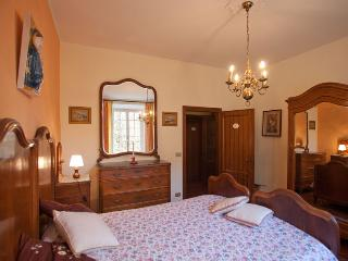 Villa Turchi, villa within walled garden, Longiano - Longiano vacation rentals