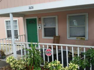 Spend a month in downtown Sarasota - Sarasota vacation rentals