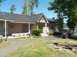 Perfect Home on Lake Guntersville---Crosswinds - Guntersville vacation rentals